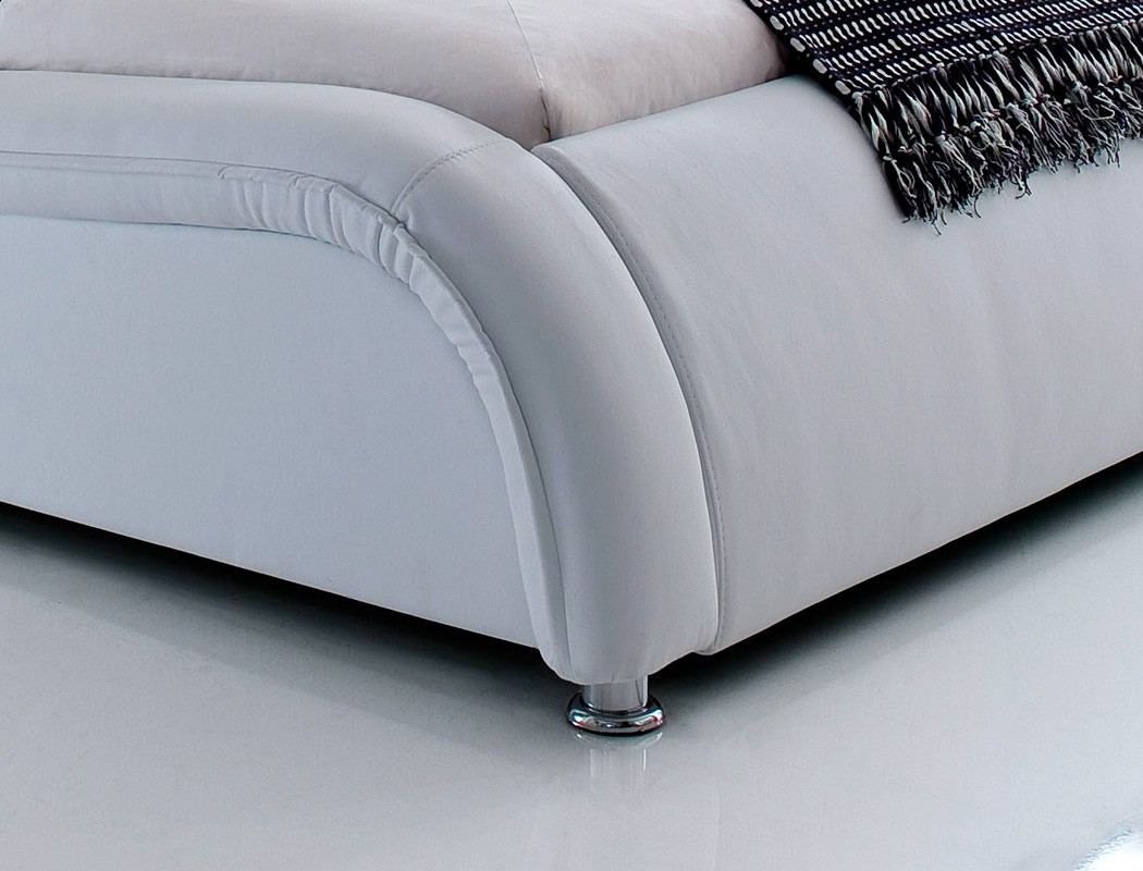 polsterbett bett soraja wei kunstlederbett bettgestell. Black Bedroom Furniture Sets. Home Design Ideas