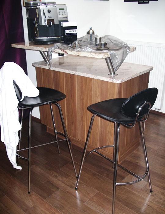 4x barstuhl barhocker curve schwarz kunstleder 4er set. Black Bedroom Furniture Sets. Home Design Ideas